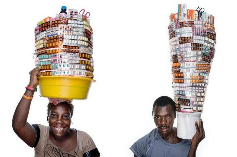 Группа уличных фармацевтов на Гаити