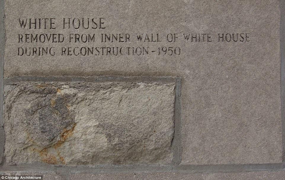 Кирпич из Белого дома был извлечен из внутренней стены здания в ходе реконструкции в 1950 году - и, разумеется, привезен журналистом Chicago Tribune в редакцию, дабы пополнить знаменитую коллекцию