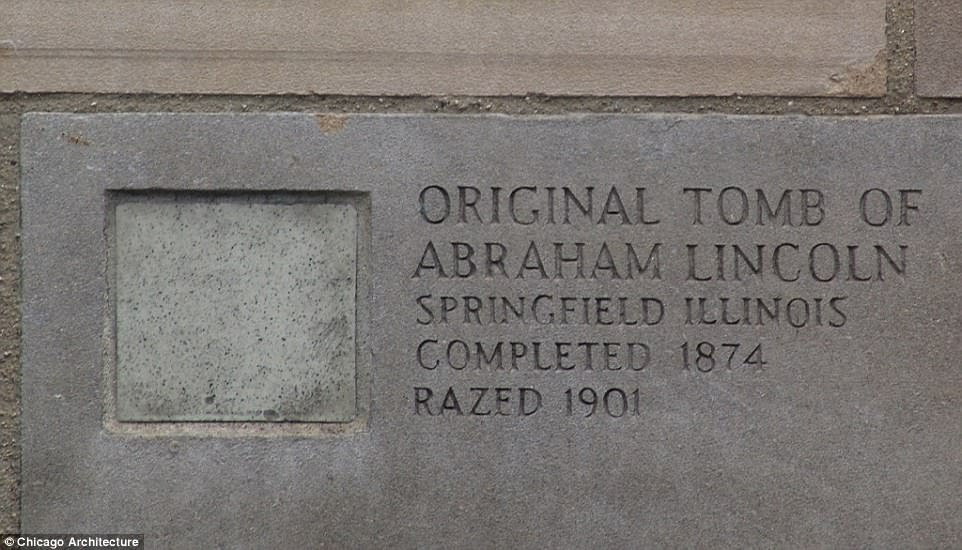 Часть склепа Авраама Лтнкольна, расположенного на кладбище Оукридж в Спрингфилде, Иллинойс