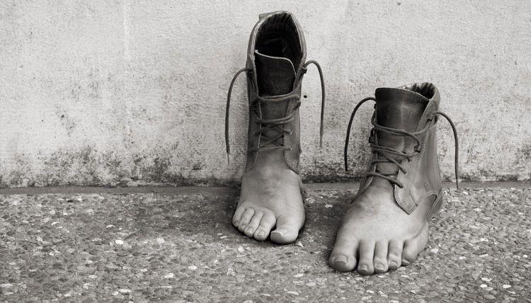 Ноги старой обуви
