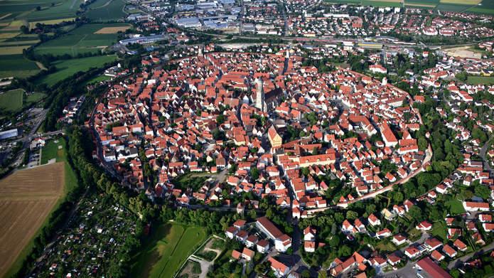 Город в метеоритном кратере Нордлинген в Германии