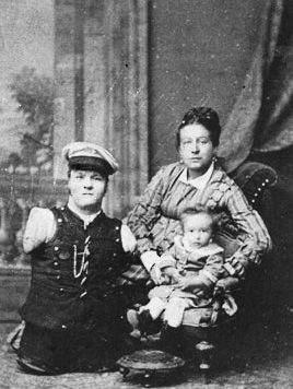Кобельков с супругой и сыном