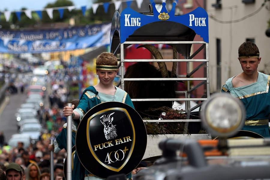 Король-Козел на пути в центральную часть города