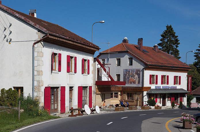 Отель Arbezie находящийся одновременно во Франции и Швейцарии