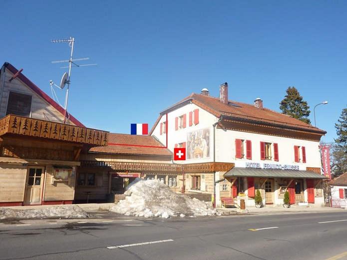 Отель Арбез, вид из Швейцарии, март 2012 года
