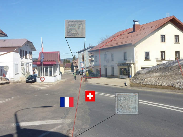 Вид на швейцарскую таможню, на выносках показаны маркировальные плиты, идущие вдоль границы