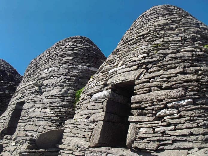 Монастырь на скалистом острове