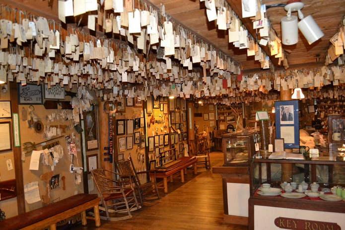 Самая большая коллекция ключей в мире: 30 000 ключей в Baldpate Inn