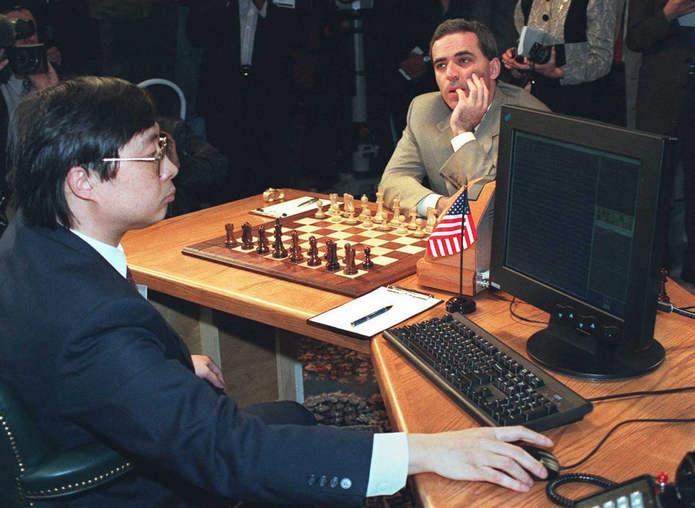 Подготовка Deep Blue перед первым ходом Каспарова в первой игре матча