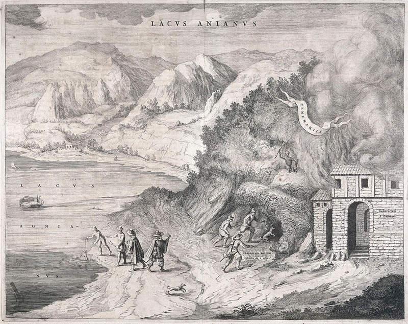 Офорт 17-го века. Справа трое мужчин ведут собаку в Собачью пещеру для эксперимента. Слева собаку окунают в озеро чтобы привести ее в чувство.