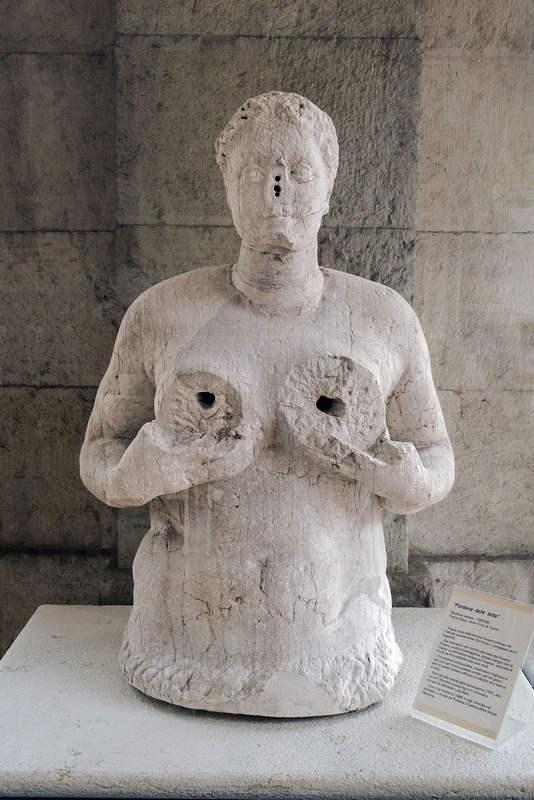 Fontana delle Tette: фонтан «женская грудь» (Тревизо, Италия)