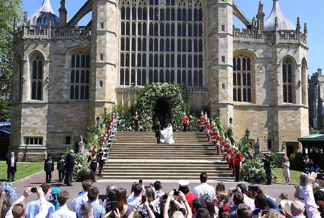 Принц Гарри и Меган Маркл выходят из церкви