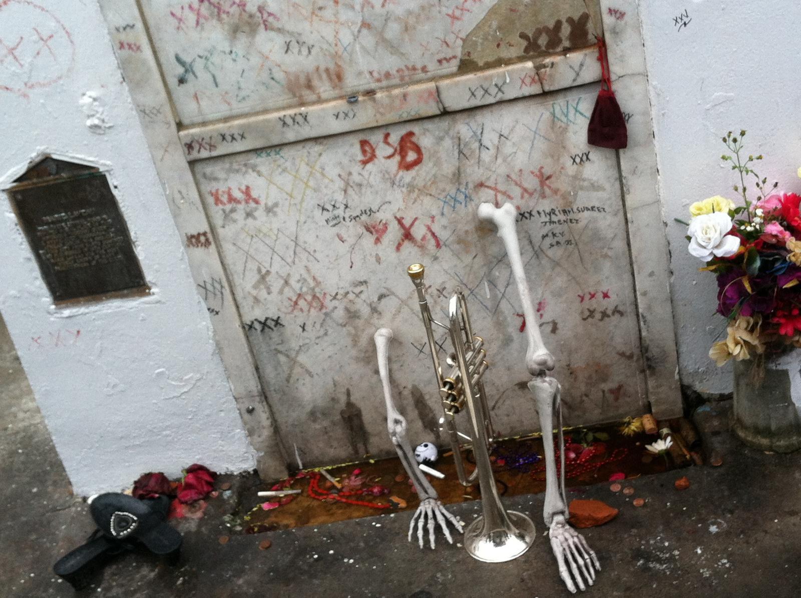 Могила Мари Лаво в Новом Орлеане