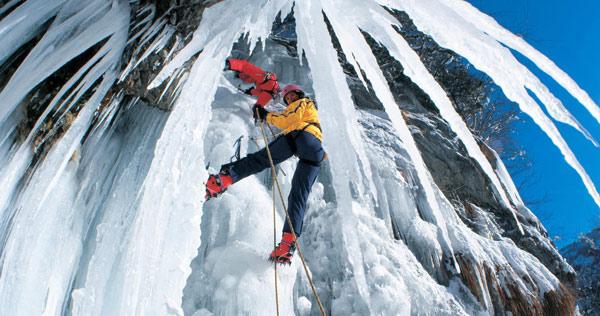 Ледяной водопад в Альпах