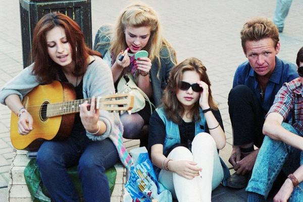 Молодые девчата из 90-х