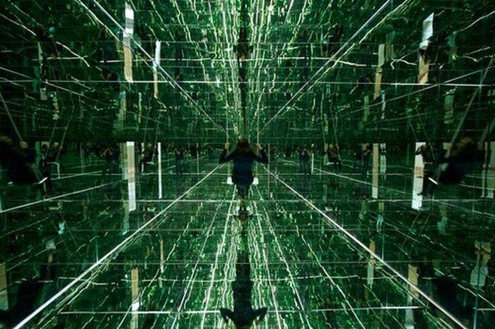 Зеркальная комната с эффектом бесконечности