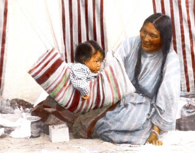 Гуляющая по Воде и ее дочь Круглолицая, племя сиксики, Монтана