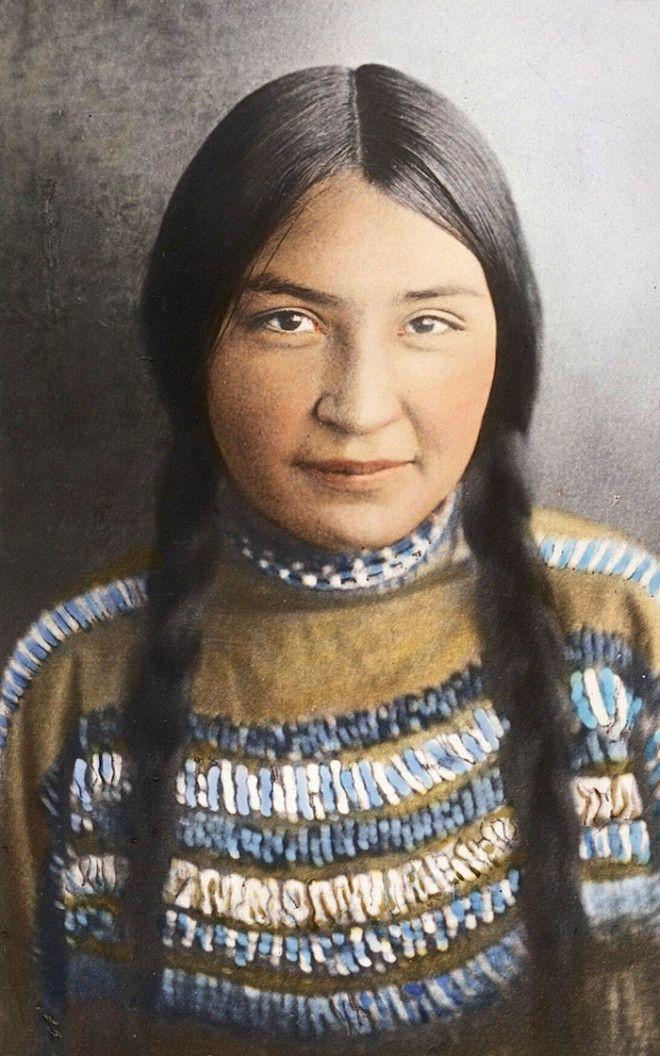 Девушка из племени сиксики, Монтана, начало XX века
