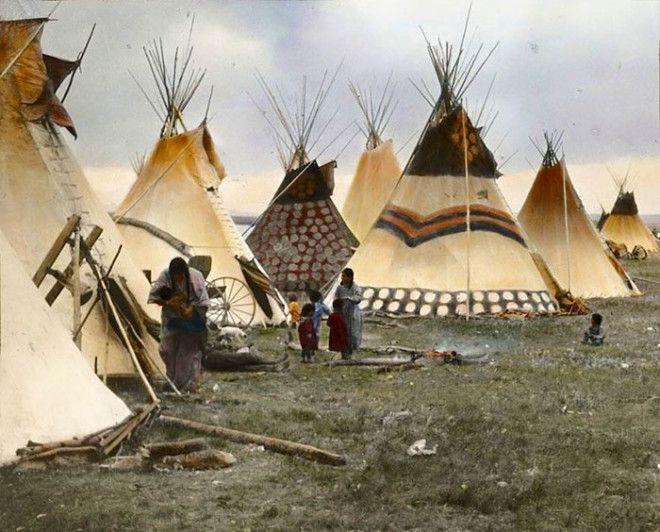 Раскрашенные жилища старейшин, племя сиксики, Монтана, начало XX века