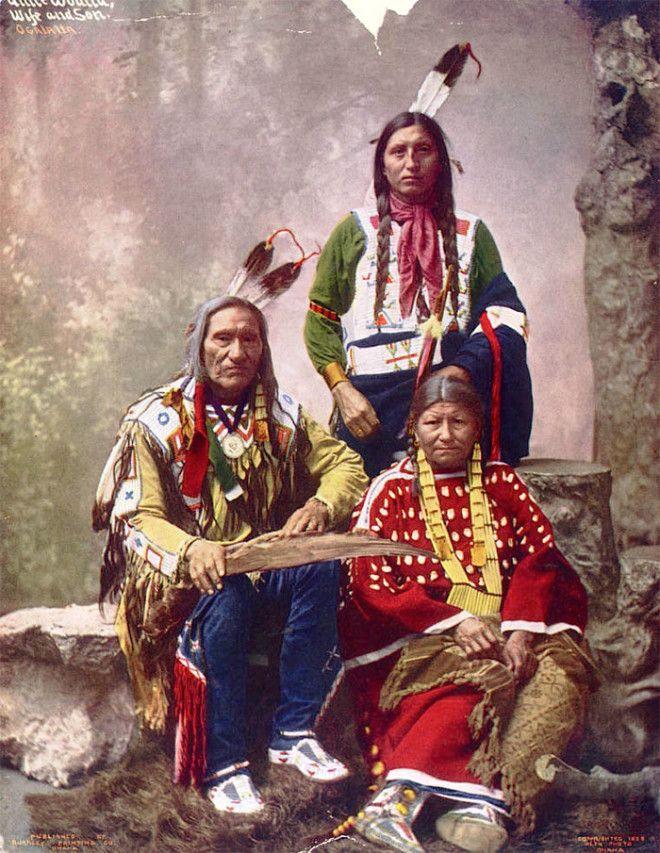 Вождь Малый Вред с семьей, племя оглала-лакота, 1899