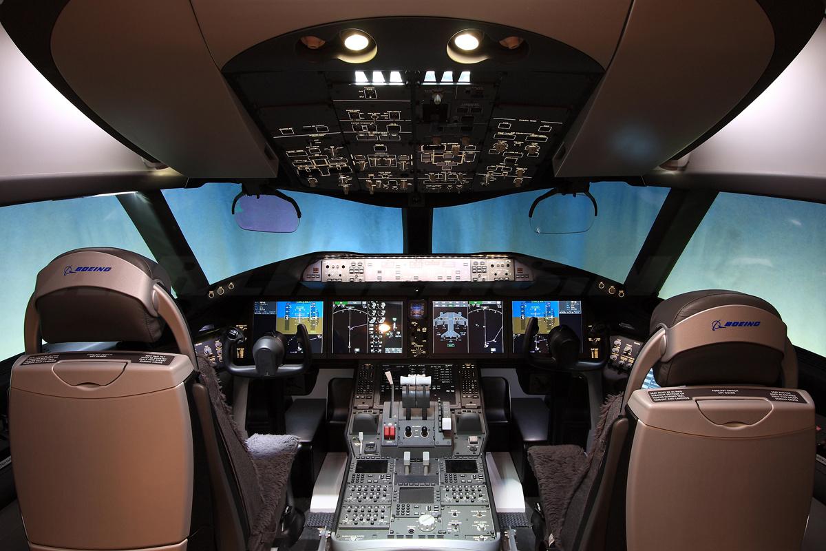 Кабина пилота Boeing 787 Dreamliner