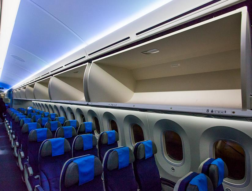 Салон Boeing 787 Dreamliner