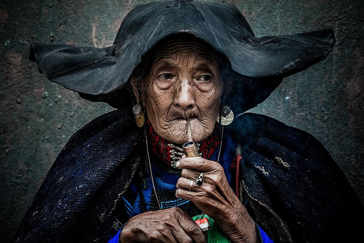 Курение Автор фото: Цян Чэнь.