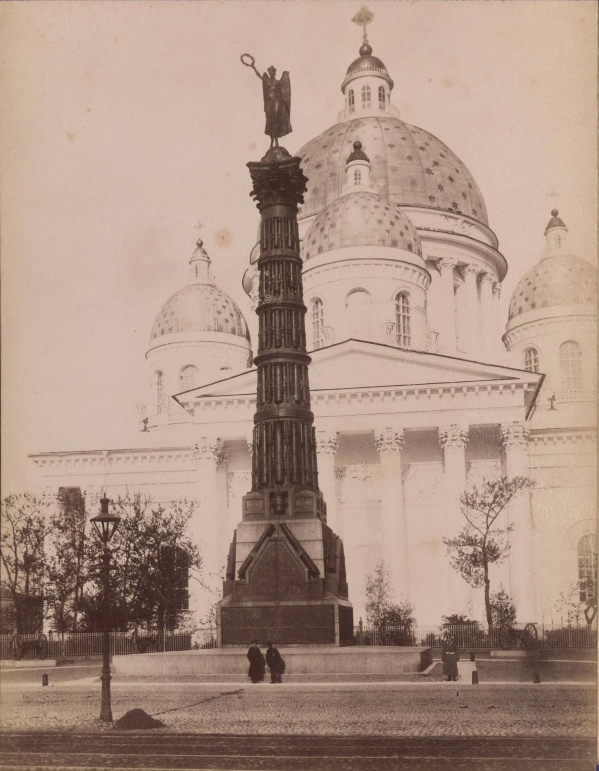 Памятник в честь побед Лейб-гвардии Конного полка в Отечественной войне 1812 года, который был установлен на Конногвардейском бульваре.