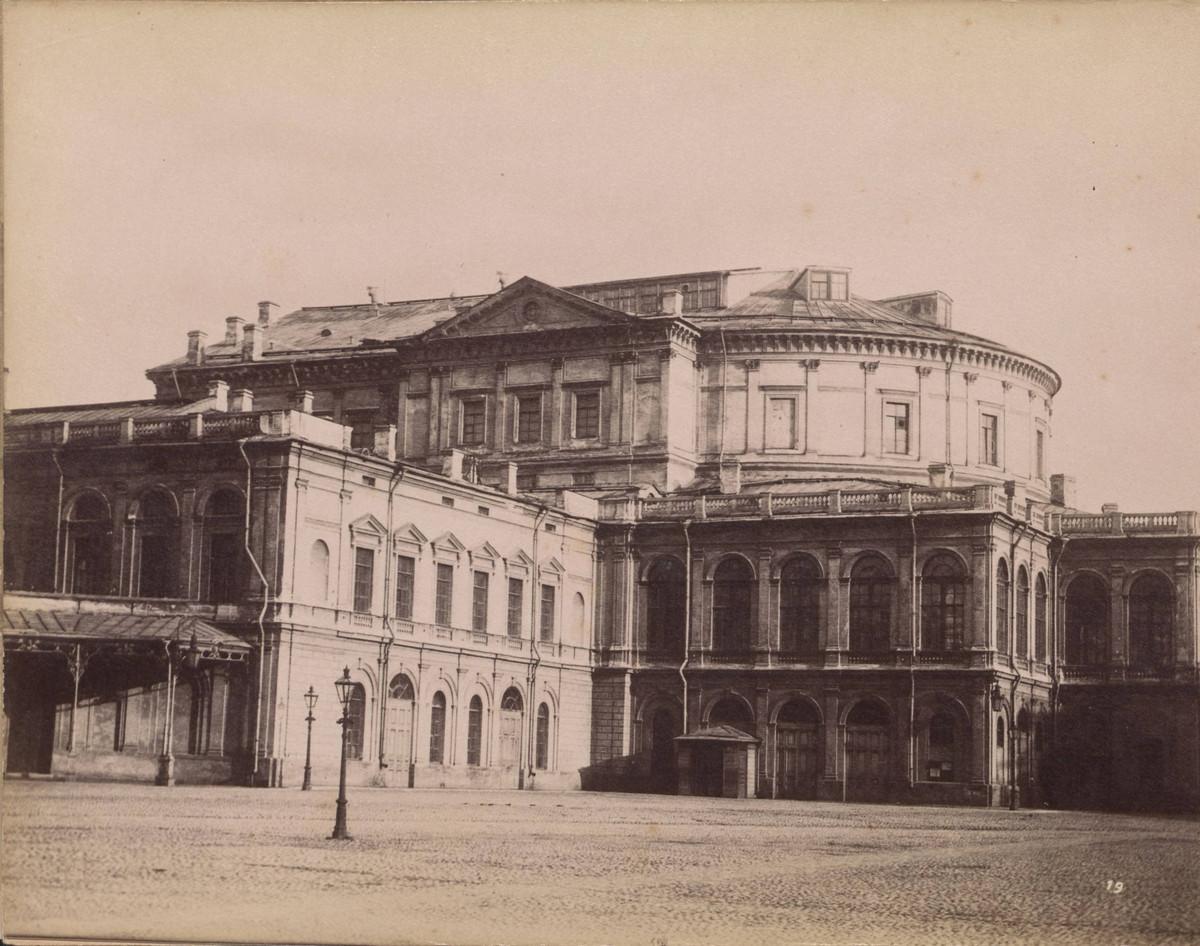 Театр оперы и балета в Санкт-Петербурге.