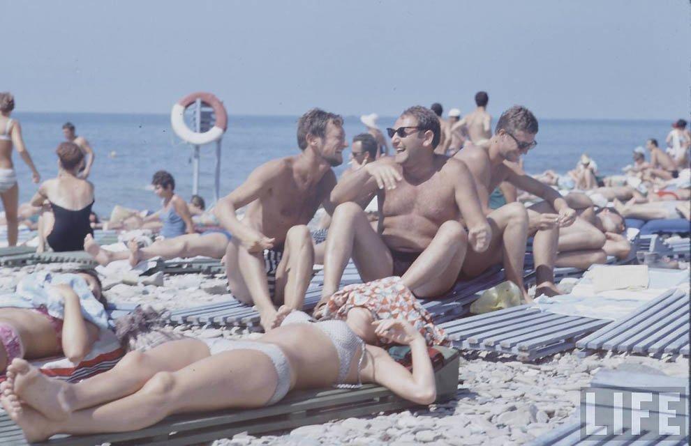 Советская молодежь СССР 1960-х годов на пляже