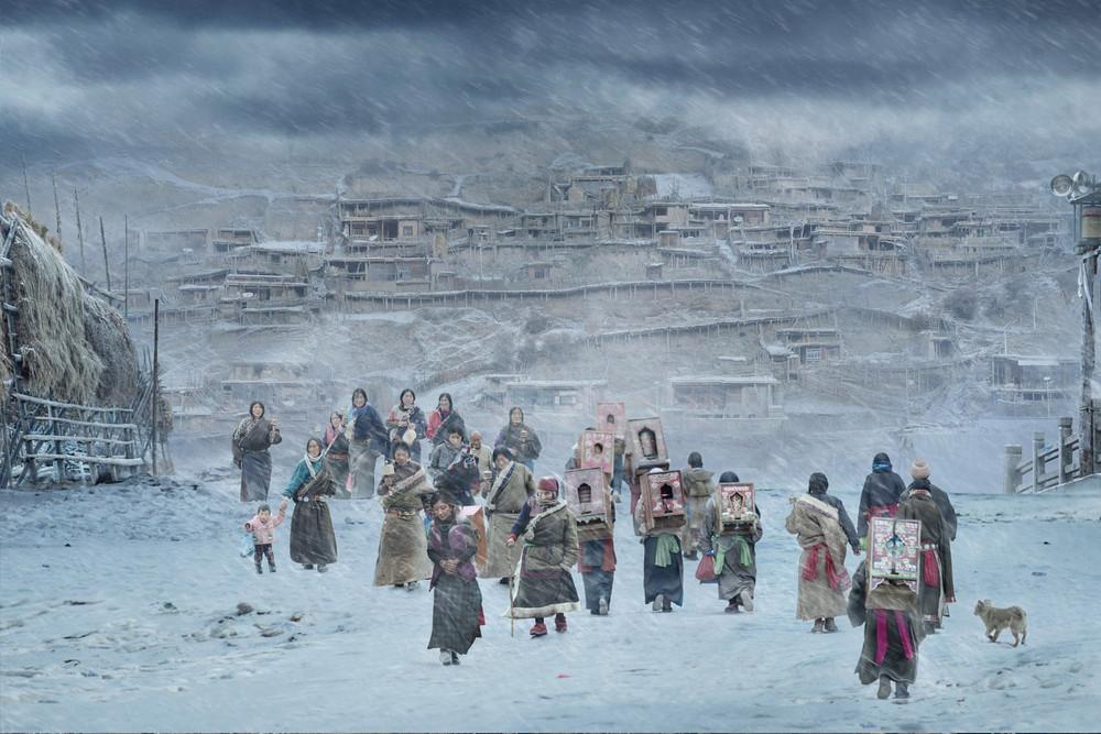 Победитель в номинации «Жарко/холодно», категория одиночный снимок. Автор фото: Хэ Цзянь. Место: Китай. Паломничество местных тибетских буддистов в монастырь Лабранг.