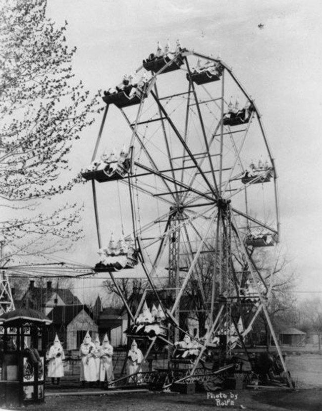 Ку-клукс-клан на колесе обозрения (1926)