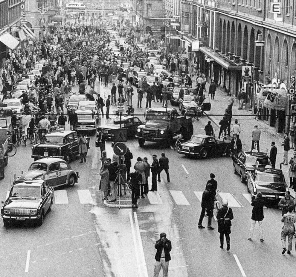 Первое утро после того, как Швеция перешла от левостороннего движения к правостороннему, 1967 год.