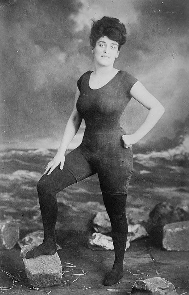 Акция Аннет Келлерман за право женщин носить облегающий купальник в 1907 году. Тогда ее арестовали за непристойность.