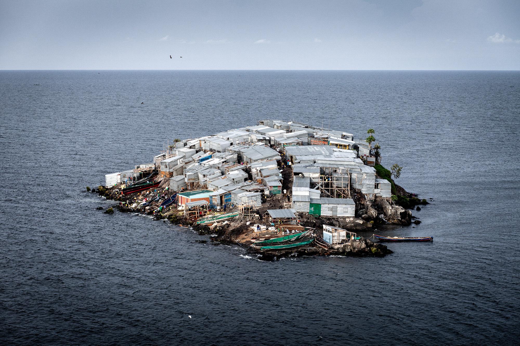 Площадь острова1,8 тысяч м²
