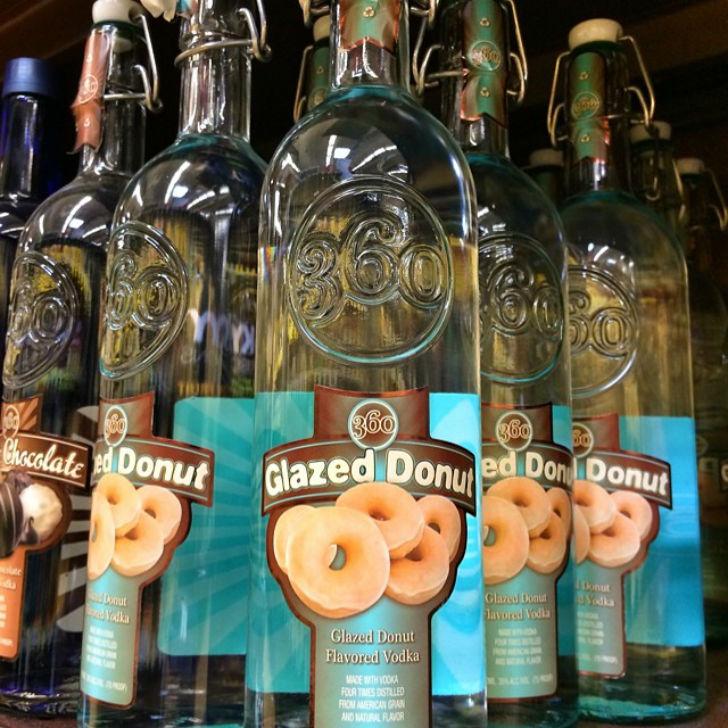 Водка со вкусом пончика, покрытого глазурью. Цена — 15 долларов.