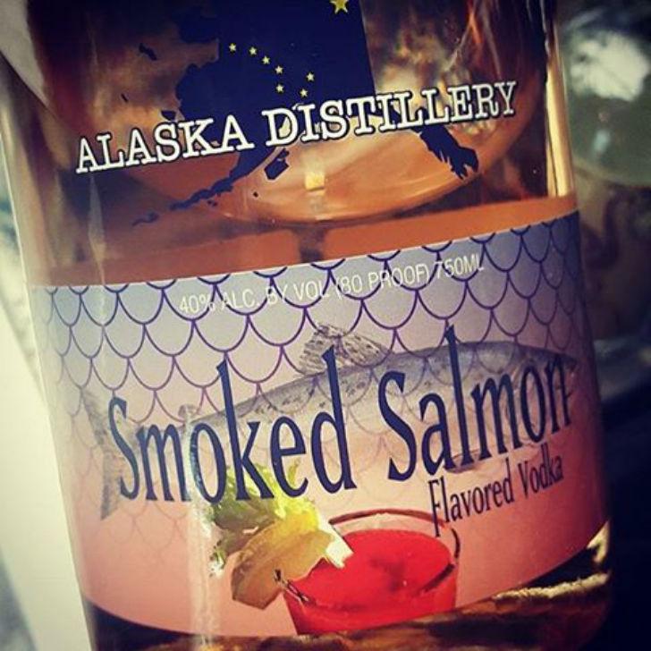 Аляскинская водка со вкусом копченого лосося. Цена — 22 доллара.