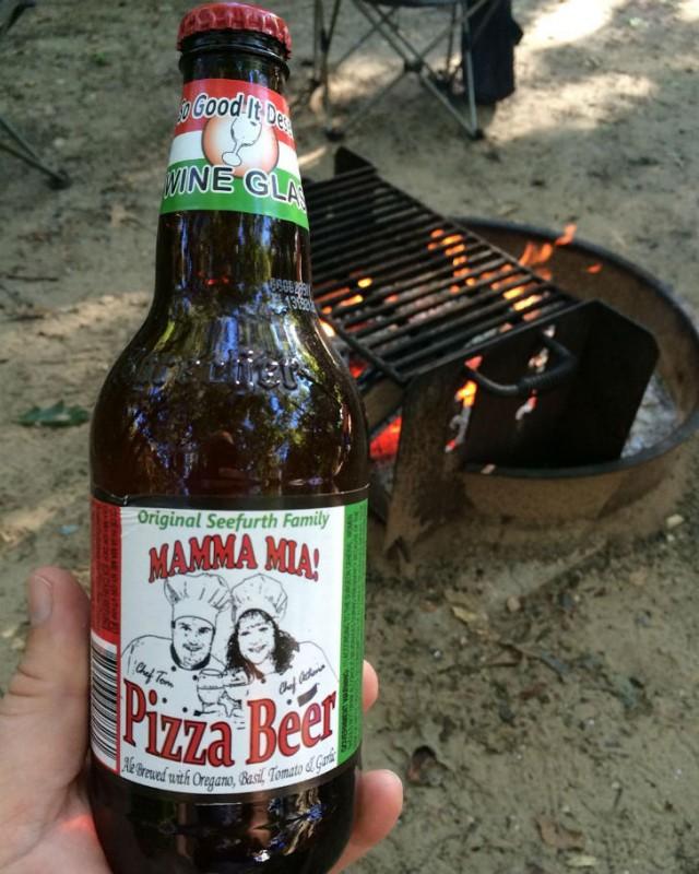 Американское пиво со вкусом пиццы. Производители клянутся, что вы ощутите вкус орегано, чеснока, базилика и томатов.