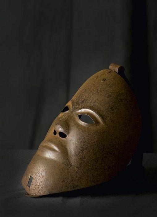Орудия казни и пыток - маска