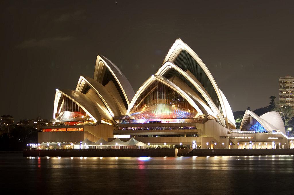 Сиднейская Опера вечером