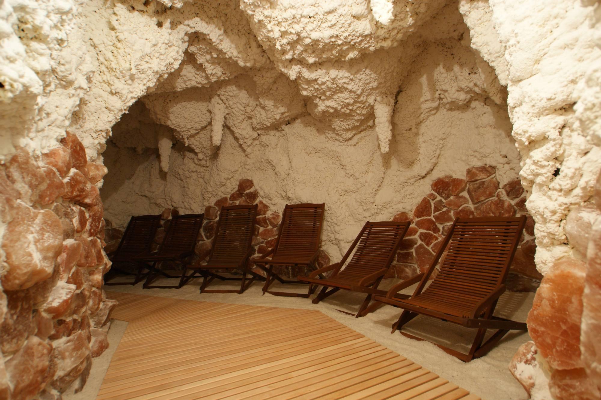 Целебные соляные комнаты различных пещер мира