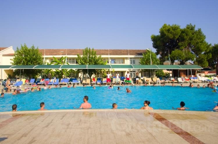 Aska Costa Holiday Club 5