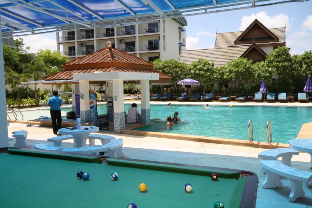Chalong Beach Hotel Spa 4