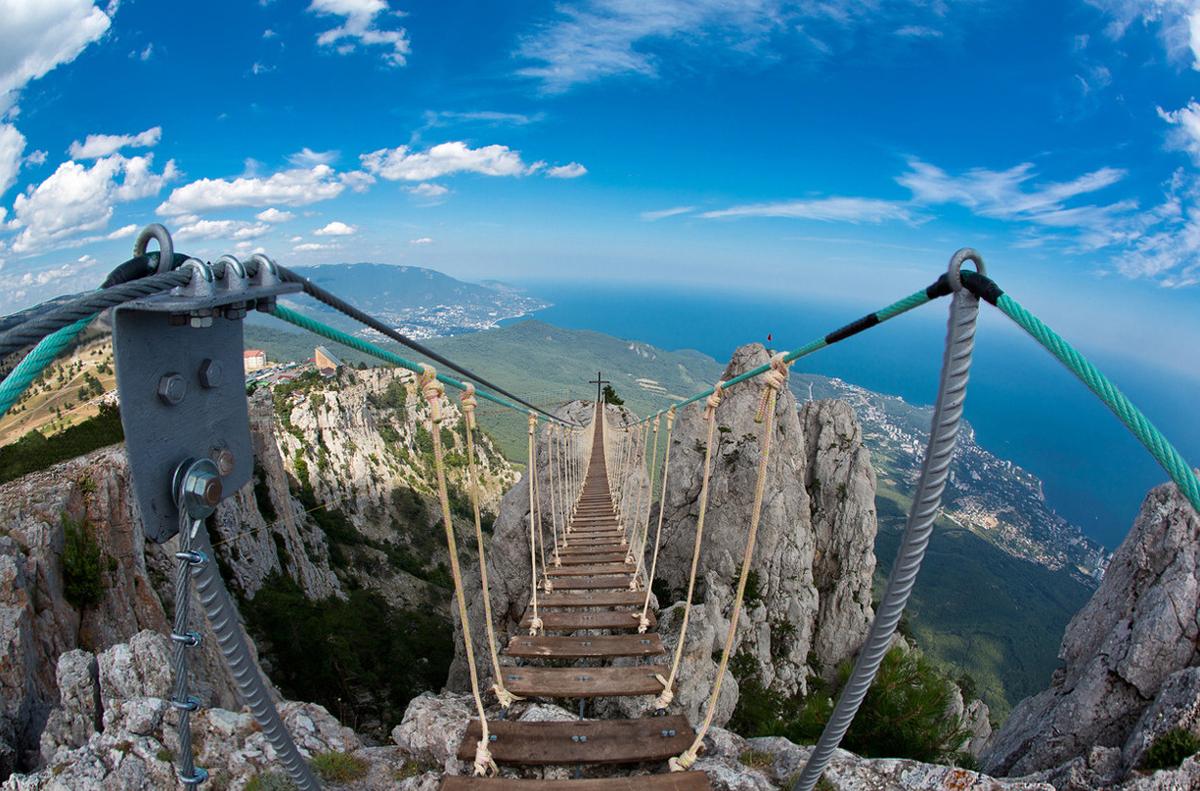 Подвесной мост горы Ай-петри в Крыму