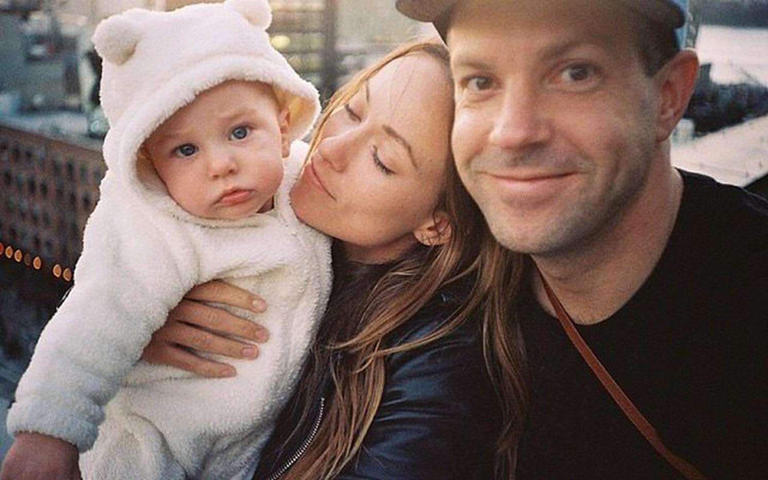 Оливия Уайльд и Джейсон Судейкис с ребенком