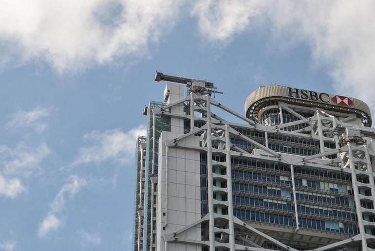 """""""Пушки"""" на крыше здания банка HSBC"""