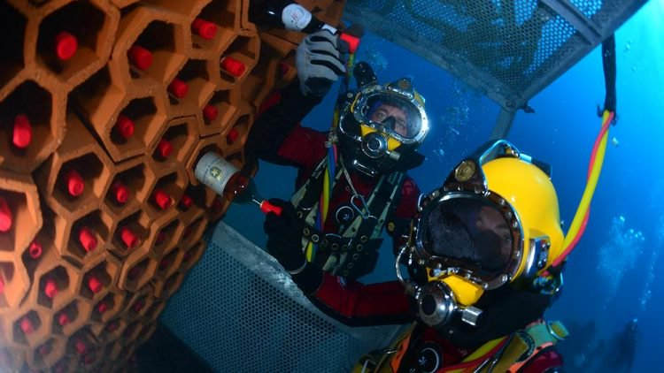 Вино на подводных лодках