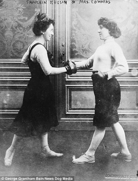 Фрейлейн Куссин и миссис Эдвардс боксируют в марте 1912 года