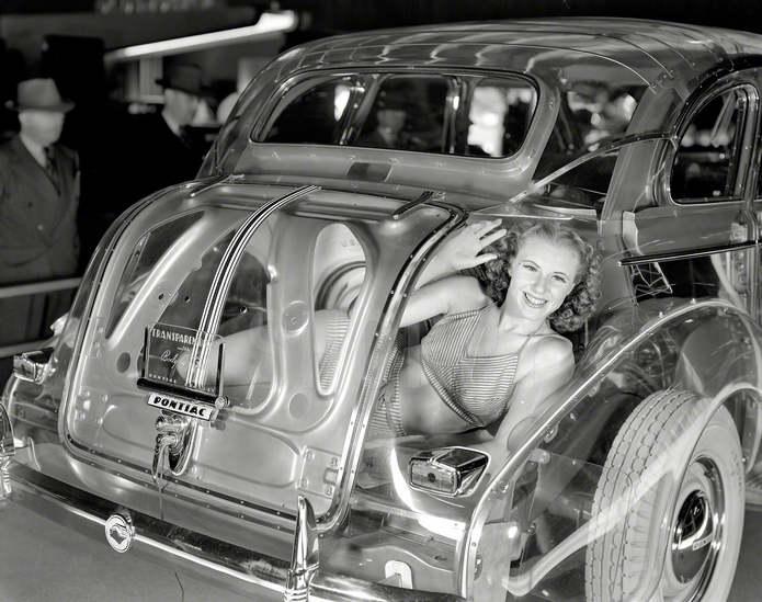 Прозрачный авто Pontiac Deluxe Six, 1940 год