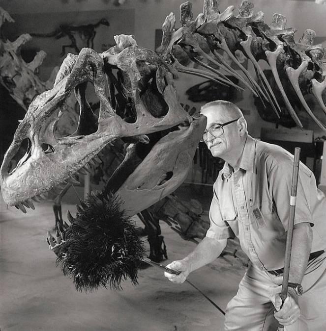 Чистильщик костей динозавров